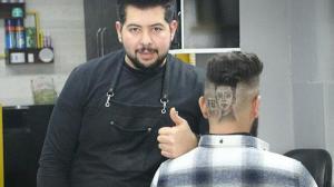 Berberden üç boyutlu saç tıraşı hizmeti: Mesut Özil'in portresini başına işletti