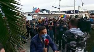 Boğaziçi Öğrencileri, Beyaz Tv Haber Yaptığı Sırada 'Seçim İstiyoruz' Sloganları Attılar