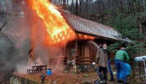 Bungalov ev alev alev yandı