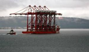 Çanakkale Boğazı, vinç yüklü geminin geçişi için trafiğe kapatıldı