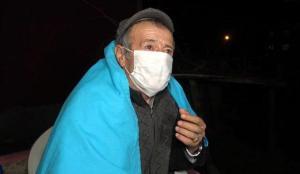 Depremde bir evin duvarları çatladı, yaşlı adam o anları anlattı!