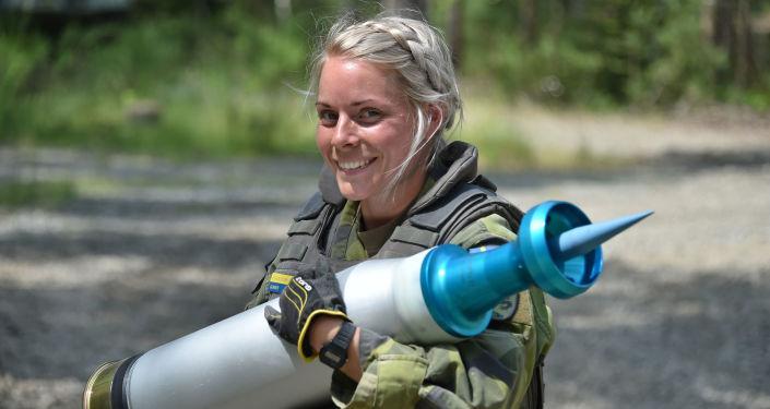 Dünyanın çeşitli ülkelerinde orduda görev yapan kadın askerler
