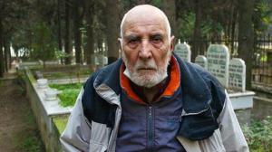 Emekli olduktan sonra kendini mezarlığa adadı: Evinden çok gidiyor