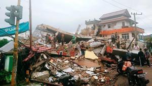 Endonezya'da 6,2 Büyüklüğünde Deprem: En Az 10 Ölü