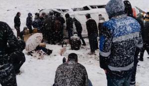 Feci kaza! Kar yağışı sonucu devrildi… 22 yaralı
