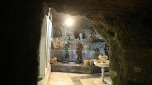 Gören şaşkına dönüyor: 500 yıllık mağarayı üç yılda antika sergi salonuna çevirdi