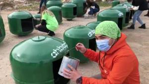Haluk Levent ve AHBAP'tan Kışın Sokakta Yaşam Mücadelesi Veren Hayvanlar İçin Atıklardan Yuva Projesi