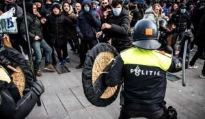Hollanda karıştı: Sokaklar savaş alanına döndü