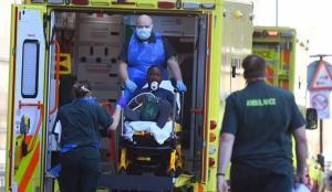 İngiltere'de salgında toplam can kaybı da 104 bin 371'e yükseldi!
