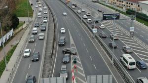 İstanbul trafiğinde şoke eden görüntüler: Ölüme davetiye çıkarıyorlar