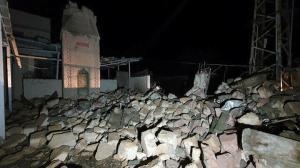 Kıyamet koptu gelin: Minare trafonun üzerine devrildi mahallenin elektrikleri kesildi