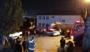 Kocaeli'de freni boşalan TIR eve çarptı