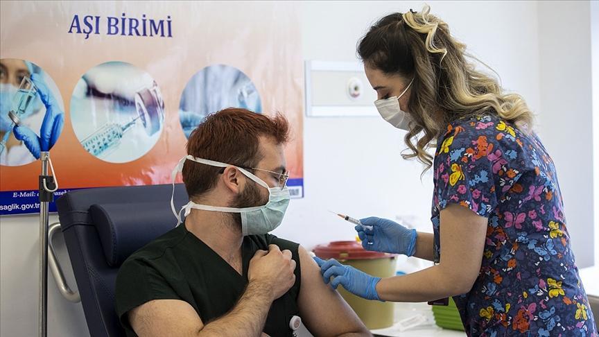 Kovid-19 Aşısı Yaptıran Sağlık Çalışanı Sayısı 700 Bini Geçti