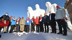 Sarıkamış şehitleri anısına yapılan kardan heykeller açıldı