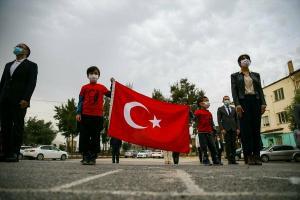 Türkiye genelinde tüm okullarda İstiklal Marşı yankılandı