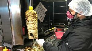 Vedat Milor 'Döner mi yoksa burger mi?' diye sordu Hataylılar cevapladı