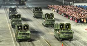 Yeni balistik füzelerini tanıtan Kuzey Kore'deki askeri geçit töreninden kareler