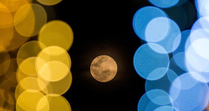 Yılın ilk dolunayı 'Kurt Ay'dan kartpostallık görüntüler