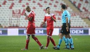"""Antalyaspor: """"Türkiye'de maç yönetmesin"""""""