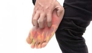 Ayaklarda şiddetli yanma, iğnelenme, kaşıntı varsa dikkat!