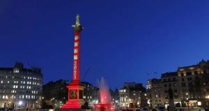 Çin Yeni Yılı nedeniyle Londra'daki Trafalgar Meydanı kırmızıya büründü