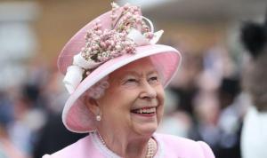 Guardian gazetesi Kraliçe'nin servetini gizlemek için hükümete baskı yaptığını öne sürdü, Buckingham Sarayı haberi yalanladı