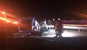 Iğdır'da hafif ticari araç otobüse arkadan çarptı: 1 ölü, 1 yaralı