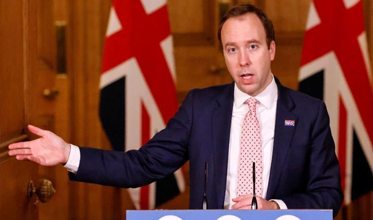"""İngiltere Sağlık Bakanı'ndan koronavirüs salgınında """"tatil yorumu"""""""