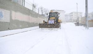 İstanbul'da kar hareketliliği: Mahalleden toplayıp barajın kenarına getiriyorlar