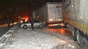 Kırıkkale-Kayseri karayolunda tipi çıktı 15 araç birbirine girdi