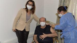 KKTC'de Cumhurbaşkanı Tatar ve Başbakan Saner, ikinci doz aşılarını oldu