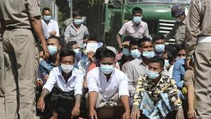 Myanmar'da cunta, demokrasi için halkı 'ordu ile el ele vermeye' çağırdı