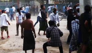 Myanmar'da protestocuların üzerine ateş açtı