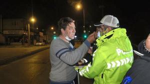 Refüje çarpan alkollü sürücü polisin üzerine yürüyüp gazetecileri tehdit etti: O kayıtlar silinsin