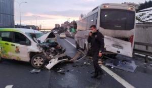 TEM'de trafiği kilitleyen kaza: Otomobil çevik kuvvet aracına çarptı