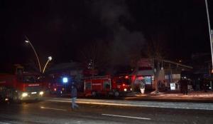 Tokat'ta çıkan yangında 7 iş yeri zarar gördü