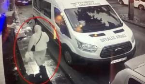 Yaşlı kadın rögara düştü! Korkunç anlar kamerada! İzmir'de feci olay