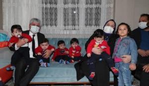 Bakan Selçuk'tan Hatay'daki beşiz bebek sahibi aileye ziyaret