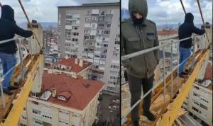 Beşiktaş'ta ücretlerini alamayan işçiler vinci işgal etti