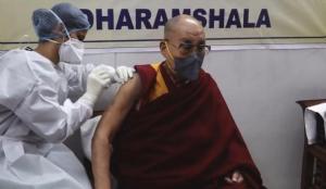 Dalai Lama'ya İngilizlerin koronavirüs aşısı yapıldı