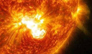 Dünya'nın elektronik alt yapısını tehdit ediyor: Bilim insanları güneş patlamalarının kaynağını belirledi