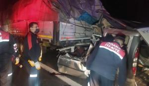 Feci kaza! Hafif ticari araç TIR'a arkadan çarptı: 3 ölü, 1 yaralı