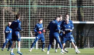 Fenerbahçe'de Caner Erkin ve Pelkas idmanda yer aldı
