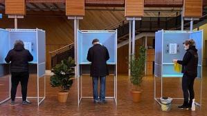 Hollanda genel seçimlerinde oy verme süreci Kovid-19 salgını gölgesinde devam ediyor