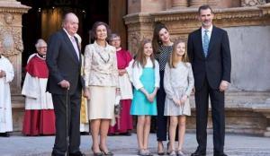 İspanyol Kraliyet ailesine aşı tepkisi!