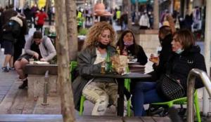 İsrail'de aşı olanlara kafe ve restoranlar serbest!