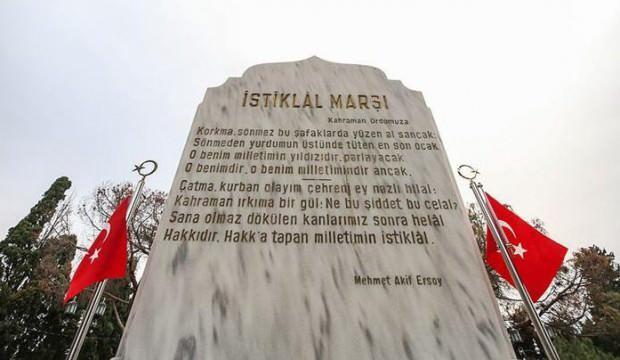 İstiklal Marşı'nı yazıldığı ve kabul edildiği tarihi mekanlarda coşkuyla okudular
