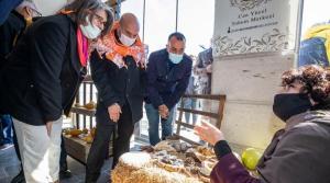 İzmir Büyükşehir Belediye Başkanı Soyer, Şair Can Yücel'in Vasiyetini Yerine Getirdi