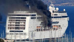 Lüks cruise gemisi alevler içinde kaldı!