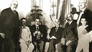 Mehmet Âkif dostları arasında